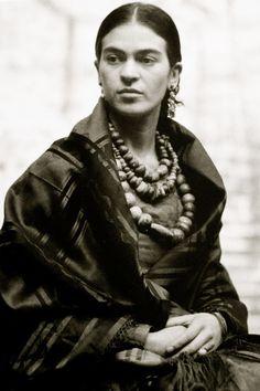 Frida Kahlo, née le 6 juillet 1907 à Coyoacán au Mexique et morte le 13 juillet 1954 dans la même ville, est une artiste peintre mexicaine.