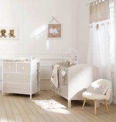 Teddy bear themed neutral baby's nursery | Maisons du Monde