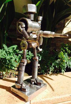 Welding Art Projects, Metal Art Projects, Metal Crafts, Metal Yard Art, Scrap Metal Art, Steampunk Robots, Arte Robot, Metal Figurines, Steel Art