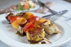 Polenta-Spieße mit Kernöl ist ein kreatives Beilagen-Rezept zu Fleisch oder Fisch. Kann natürlich auch als gesunde Hauptspeise serviert werden.