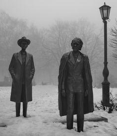 Bartók Béla és Kodály Zoltán  Varga Imre bronz szoborpárosát 1980-ban Dunaújvárosban a Petőfi ligetben állították fel.