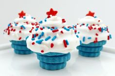 4th of July Cupcakes usa red white blue 4th of july celebrate independence day party ideas 4th of july fashion 4th of july food cucpakes