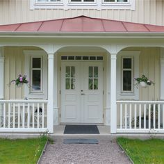 Ekliden – Lövsta Holzhaus – home sweet home … – Decoration Front Porch Railings, Outdoor Wall Lighting, Outdoor Decor, Roof Paint, Sweet Home, Porche, This Old House, Red Roof, Fence Design