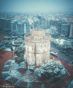 Winter kept us warm, covering Earth in forgetful snow― T. Eliot, The Waste Land ❄️🔝📸👉🏽 Hagia Irene, Greek Beauty, Architecture People, Beautiful Places In The World, Winter Day, Macedonia, Greece Travel, Greece Thessaloniki, City Photo