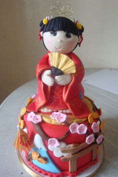 Who doesn't love an adorable geisha fondant cake?