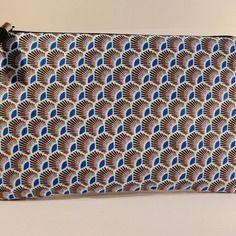 "Trousse pochette plate en tissu pochette plate tissu motifs ethniques style wax ""plumes bleu"""