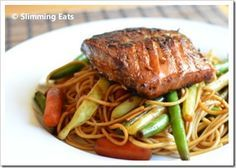 Honey Teriyaki Salmon Slimming Eats Recipe serves 2 Extra Easy – syns per serving Ingredients 2 Salmon fillets or steaks 4 tablespoons of dark soy sauce 4 tablespoons of light soy sauce 1 tablespoon of freshly grated ginger 1 clove of garlic, crushed Wrap Recipes, Salmon Recipes, Fish Recipes, Seafood Recipes, Asian Recipes, Recipies, Slimming World Dinners, Slimming Eats, Slimming World Recipes