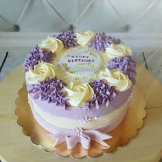 Pretty in lavender 💜 Buttercream Cake Designs, Buttercream Flower Cake, Beautiful Cakes, Amazing Cakes, Lavender Cake, Mothers Day Cake, Gateaux Cake, Colorful Cakes, Floral Cake