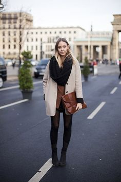 Streetstyle Berlin - love the loop & oversize cardigan