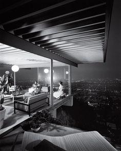 Case Study House no. 22, Los Angeles, 1960. Photo by Julius Shulman.