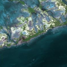 Florida Keys - The archipelago stretches from the southern tip of Florida to Key West and has  1,700 islands in total. - Read more at http://www.environmentalgraffiti.com/featured/island-archipelagos/3612?image=18#VO5PCXqMLcUCuexc.99