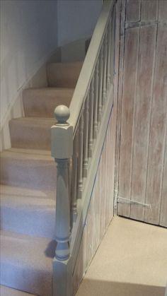 White colour wash with Annnie Sloan Paris Grey bannisters Gray Chalk Paint, Annie Sloan Chalk Paint, Old Furniture, Painted Furniture, Annie Sloan Paris Grey, Bannister, Painted Stairs, Interior Inspiration, Landing