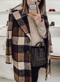 Casaco xadrez Plaid coat Casaco xadrez The post Casaco xadrez appeared first on Dress Models. Cute Fall Outfits, Fall Winter Outfits, Autumn Winter Fashion, Work Outfits, Trendy Outfits, Yeezy Outfit, Coat Outfit, Coat Dress, Look Fashion
