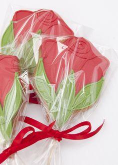 Sant Jordi Flower Sugar Cookies, Cookie Bouquet, Ice Cream Cookies, Custom Cookies, Cookie Designs, Red Flowers, Cake Pops, Mothers, Biscuits