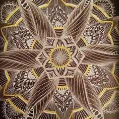 Mandala invertida: trabalhamos.  #mandala #mandalasworld #drawing #draw #ilustra #illustration #ilustração #desenho #art #creative #criatividade #mandalart #mandaladesign #handmade #instaart #instadraw #fabercastell #uniballbrasil