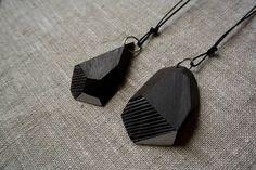 Wood&cut, pendenti da indossare, in ebano, cordino nero. Shop su Etsy: https://www.etsy.com/it/shop/Woodncut?ref=shopinfo_shophome_leftnav
