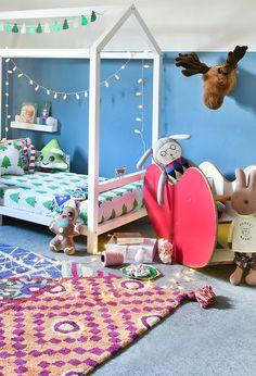 Não existe o #Natal ideal, só o natal que você deseja criar. Nossa festa está só começando. Há mais, muito mais para o Natal!!! Foto: @sidney.doll.3 Produção: @femmerick Móveis: @bodododesign Enxoval: @amomooui Brinquedos e acessórios decorativos: @mimootoysndolls #festadenatal #finaldeano #quartodecriança #decoraçãoinfantil #decorkids #mixconteudo #bodododesign #mooui #mimootoysndolls