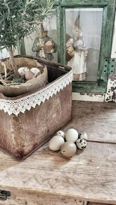 Easter Decorating - via Inspiration i vitt: Påsk i butiken