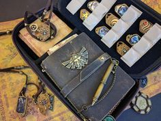 Sheikah Case customized with Amiibo disassembled into inlaid-wood portraits to fit the game-pouches (gallery in comments) : zelda The Legend Of Zelda, Legend Of Zelda Breath, Botw Zelda, Nintendo Switch Accessories, Master Sword, Wind Waker, Link Zelda, Pokemon, Geek Decor