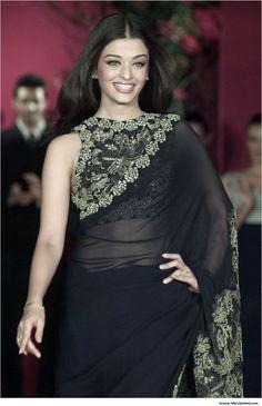 Image from http://www.metromela.com/wp-content/uploads/2014/08/High-Neck-Saree-Blouse-Designs-Sleeveless-High-Neck-Saree-Blouse.jpg.