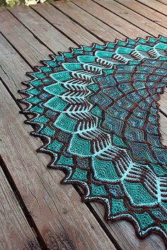 This pattern mostly uses short rows. There are also some slipped stitches, decreases/increases, and occasional chain cast-ons. There is no stranding, intarsia, or modular knitting at all.