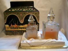 """EFFLUVES NOIRS"" FLACONS DE PARFUM COFFRET RUSSE KREMLIN RUSSIAN PERFUME BOTTLES/"" Черный Ларец"", /'Coffret Noir'' perfume from 1960s(1970s)"