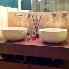lavabi doppi lavabo travertino bagno pietre di rapolano Small Vessel Sinks, White Vessel Sink, Vessel Sink Bathroom, Pedestal Sink, E Design, Double Vanity, Homes, Home Decor, Travertine