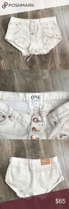 "One Teaspoon White Denim Shorts One Teaspoon White Beauty ""Bandit"" Denim Shorts - Low waist relaxed fit - Machine wash cold - 100% Cotton One Teaspoon Shorts Jean Shorts"