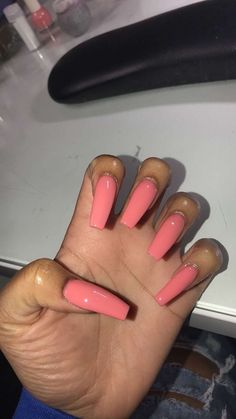 There are three kinds of fake nails which all come from the family of plastics. Acrylic nails are a liquid and powder mix. They are mixed in front of you and then they are brushed onto your nails and shaped. These nails are air dried. Acrylic Nails Natural, Best Acrylic Nails, Acrylic Nail Designs, Natural Nails, Perfect Nails, Gorgeous Nails, Pretty Nails, Pink Nails, Gel Nails