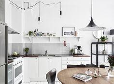 Passion Shake | Cozy, feminine apartment in Gothenburg | http://passionshake.com