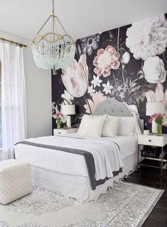 tendance déco 2018 de chambre avec mur en papier peint à motif floral