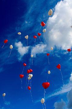 Lâchez des #ballons dans le #ciel pour lui révéler votre #amour... #sky #love #SaintValentin #wanderlust