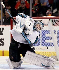 San Jose Sharks goaltender Antti Niemi makes a save (Nov. 9, 2014).