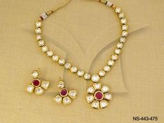 Fulfill a Wedding Tradition with Estate Bridal Jewelry Kundan Jewellery Set, Indian Jewelry Sets, Indian Wedding Jewelry, Bridal Jewelry, Beaded Jewelry, Kundan Set, India Jewelry, Real Gold Jewelry, Gold Jewelry Simple