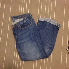 GAP premium skinny crop Comfortable and cute GAP skinny crop in a medium wash. Perfect for spring and goes with everything! Excellent condition, size 6. All pants in my closet BOGO half off! GAP Jeans Ankle & Cropped