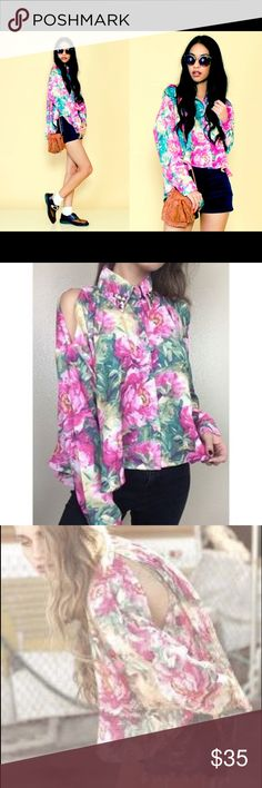 UNIF cut out back cold shoulder Floral Blouse s UNIF Blouse in good preowned condition UNIF Tops Blouses