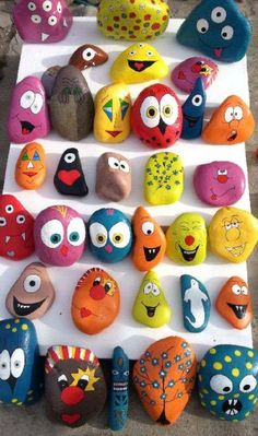 30 Creative Ideas for Making Painted Rocks Stone Crafts, Rock Crafts, Diy And Crafts, Crafts For Kids, Arts And Crafts, Painted Rock Animals, Painted Rocks Craft, Hand Painted Rocks, Rock Painting Patterns