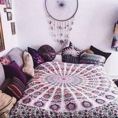 Mixing different shades of purple and pink looks so cute in boho dorm rooms! Mixing different shades of purple and pink looks so cute in boho dorm rooms! Boho Dorm Room, Cute Dorm Rooms, Girls Bedroom, Bedroom Decor, Bedroom Ideas, Decor Room, Girl Rooms, Boho Teen Bedroom, Gypsy Bedroom