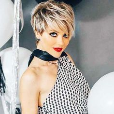 Pixie Haircut For Thick Hair, Short Haircuts With Bangs, Cute Hairstyles For Short Hair, Long Hair Cuts, Curly Hair Styles, Edgy Pixie Hairstyles, Prom Hairstyles, Straight Hairstyles, Cheveux Courts Funky