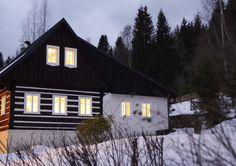 Zimní idyla Home Fashion, Cabin, House Styles, Home Decor, Decoration Home, Room Decor, Cabins, Cottage, Home Interior Design