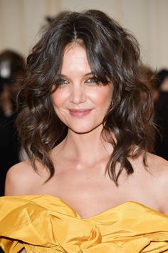 Introducing the new take on the ever-popular beach wave: This version is shortened to a sexy collar-bone length that is a little more sophisticated, as seen on Katie Holmes. Rojas Styling Tip: While your hair is still wet, use mousse or a volumizing lotion, and scrunch hair in your hand while blow drying with a defusing dryer. Curl with a 1/4-inch curling iron in front sections and the back, then shake it out to give it a wilder look.
