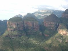 The Drakensberg.  (africasafariblog.com) Beautiful World, Beautiful Places, Safari, Namibia, Environment Design, Places Of Interest, My Land, Beautiful Landscapes, Wonders Of The World