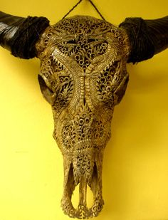 I want one of these!!! Cow Skull, Bone Carving, Whittling, Wood Sculpture, Skulls, Project Ideas, Hand Carved, Bones, Creativity
