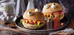 Seguimos con divertidas recetas para el día de Halloween. Con un poco de imaginación conseguiremos crear estas divertidas hamburguesas Monster. Son fáciles de hacer y se puede sustituir el filete d...
