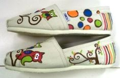Another view of the painted Tom's. Hand Painted Toms, Painted Canvas Shoes, Owl Shoes, Whimsical Owl, Toms Shoes Outlet, Teacher Outfits, Teacher Clothes, Cute Owl, Womens Toms