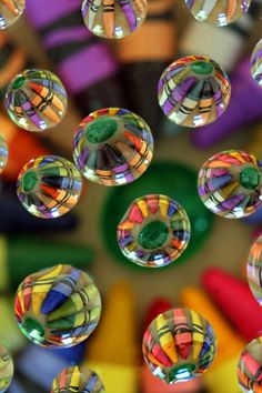 Crayons and drops on glass !