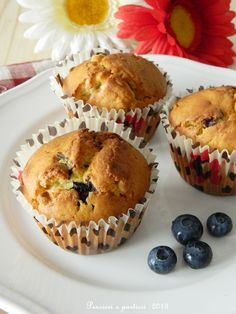 pensieri e pasticci: Muffins ai mirtilli e cioccolato bianco