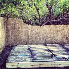 DIY: Pallet Deck (via Common Bond Design)