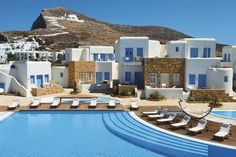 Chora Resort Hotel & Spa captures the traditional style of Folegandros in each of the 24 exceptional rooms and suites situated in beautiful lush surroundings. Dive Resort, Resort Spa, Hotels And Resorts, Best Hotels, Spa Hotel, Outdoor Pool, Outdoor Decor, Whirlpool Bathtub, Boat Tours
