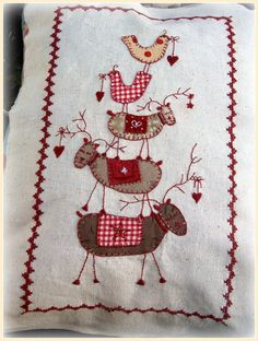 Lynette Anderson Christmas Quilt... http://kandipandi.blogspot.co.uk/ - Wow I want to make it - I have made Farmhouse Friends Cushion - hopefully will be at the show on Saturday